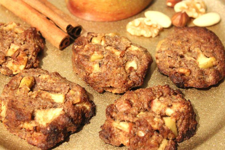 Low Carb Bratapfel Cookies sind die perfekten Weihnachtsplätzchen für den reuelosen Genuss, ganz ohne Zucker und Mehl zubereitet.