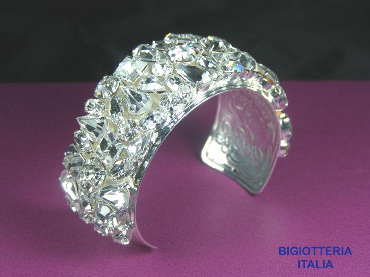 Bracciale realizzato con cristalli Swarovski placcato argento.