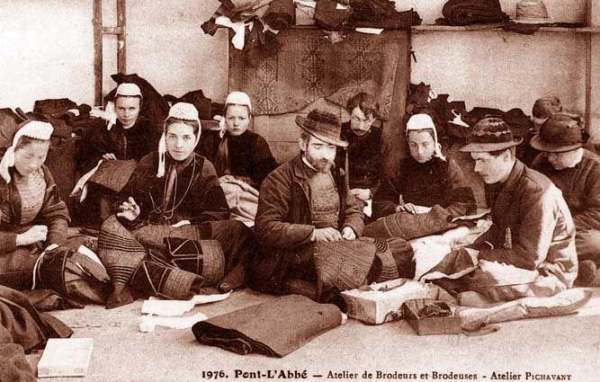 Atelier de brodeuses et brodeurs  Pont l'Abbé Pays Bigouden  Finistère Bretagne Broderie Bretonne