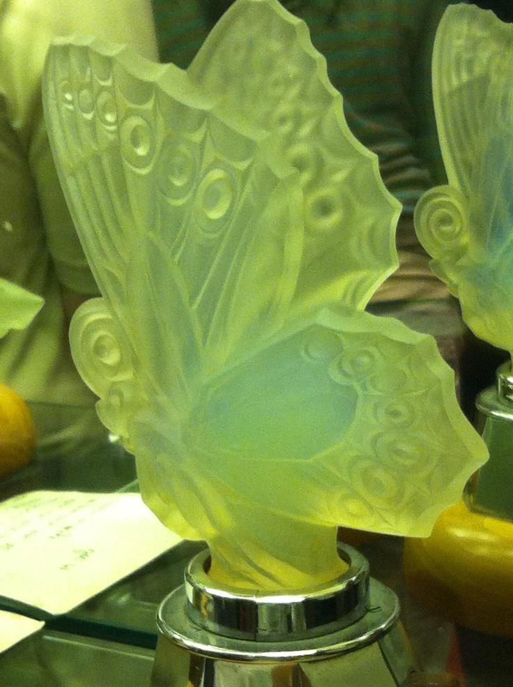 Lalique butterfly hood ornament  Gepind door:  www.sieradenschilderijenatelierjose.com