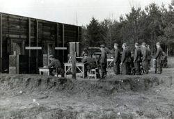 Roosendaal: Duitse militairen (Kriegsmarine) doen schietoefeningen op de schietbaan (op...