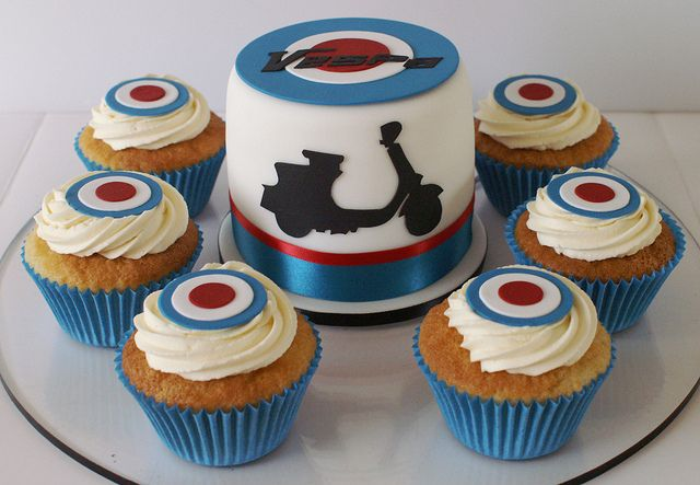Vespa scooter cake and cupcakes