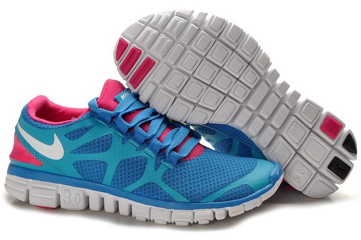 nike. blue and pink. AAAAAAH, for my bodyaatckclass!!