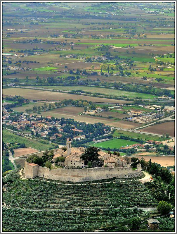 Village of Campello Alto (pop. 57), Campello sul Clitunno, Italy Copyright: Luciano Gollini