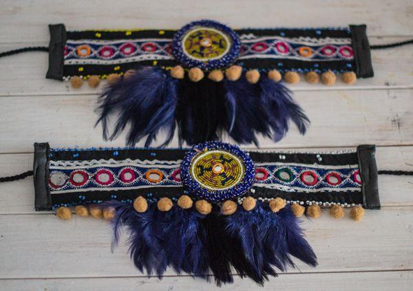 Image of cubrebotas ethic boho colección dreams pluma negra y azul