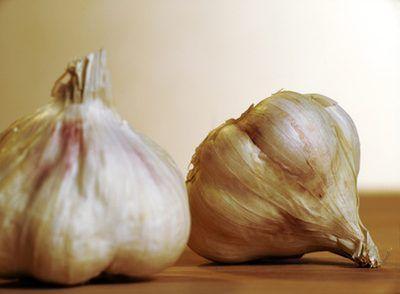 Signs & Symptoms of Garlic Allergy