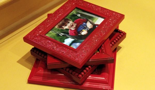 Red Picture Frames??!!! Love it!! Thinking of doing red, orange, yellow and gold picture frames with pictures from our travels