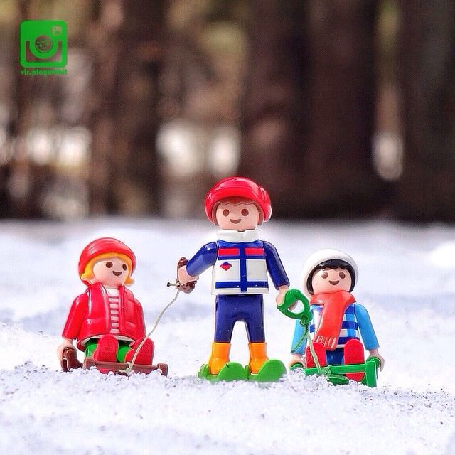 Enjoying the snow❄️⛄️ like children ... And tomorrow we skiing . Traditional Games I #playmobil [26/02/2015]