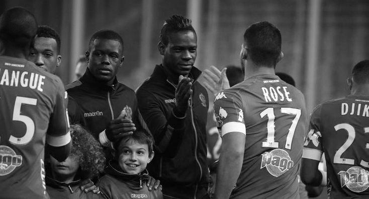 Balotelli sordu: Bastialıların maç boyunca maymun sesi çıkarması normal mi, Fransa'da ırkçılık yasal mı yani?