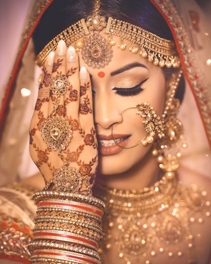 Indian Bridal Jewellery Inspiration.  #Bridal #jewellery #weddingjewellery #jewelry #indian #wedding #bride #wedzo #henna #nath #mathapatti #mua