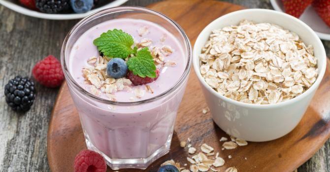 Recette de Smoothie brûle-graisses aux fruits rouges et flocons d'avoine. Facile et rapide à réaliser, goûteuse et diététique.