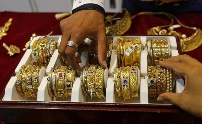 Gold Prices Fall to Near 6-Year Lows