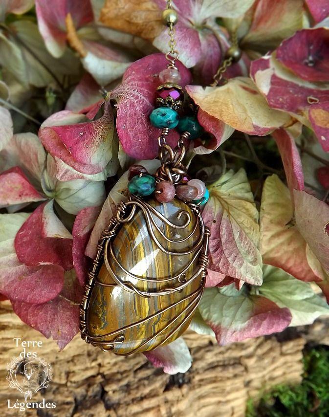 Collier wire wrapping grand Oeil de tigre, Tourmaline, Turquoise, Chrysocolle et cristal: ᘛ Murmures enchantées ᘚ : Collier par terre-des-legendes