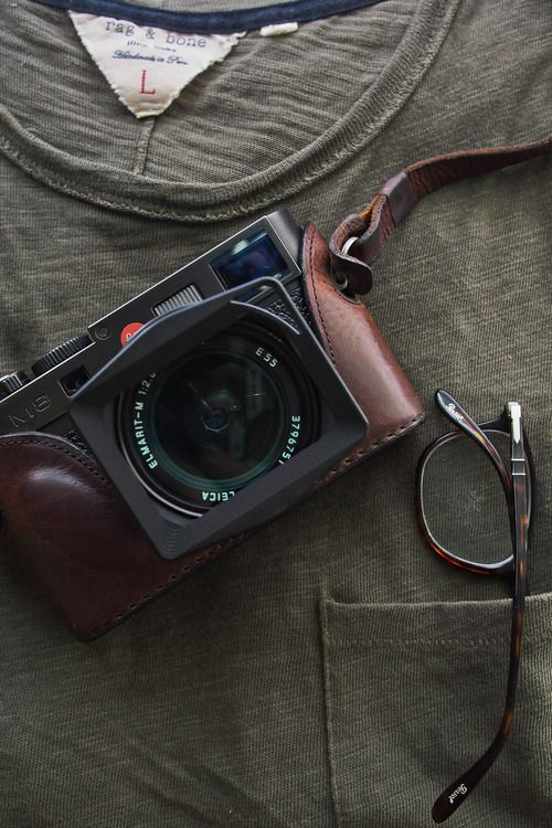 Leica M8 with leather case strap //