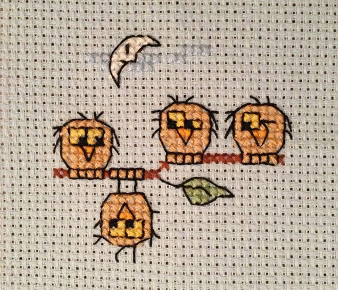 Cross-stitch Cute Lil Owls ... no color chart available, just use the pattern chart as your color guide.. or choose your own colors...