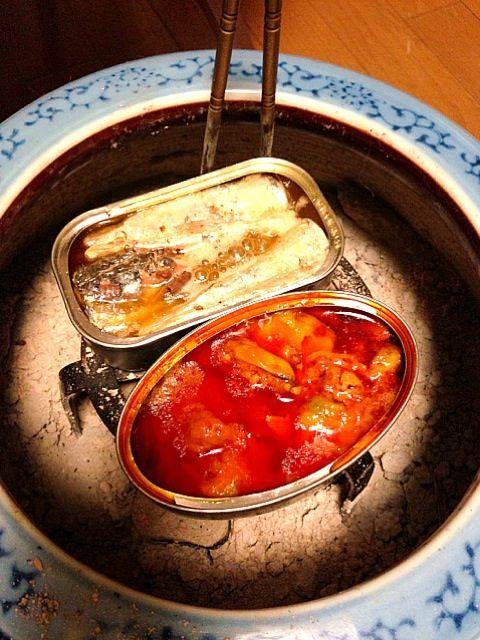 スペインのムール貝の味付け缶詰と、ポルトガルのオイルサーディンの缶詰、火鉢でコトコトと… 先ずはビール…白ワイン行くかな。 - 6件のもぐもぐ - 火鉢料理 by 松本秀樹