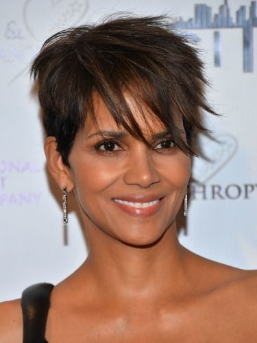 Halle Berry, who used to rock a much shorter style, has grown out her pixie. Her long, asymmetrical bangs and subtle highlights give her haircut major personality. #hairstyles #pixiecut