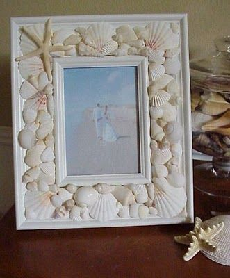 DIY seashell frame: A great way to display your memories from your vacation. Much better than placing all of your shells in a jar