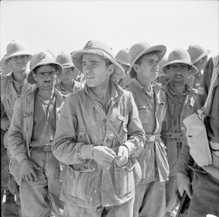 BRITISH ARMY NORTH AFRICA 1942 (E 12735) German And