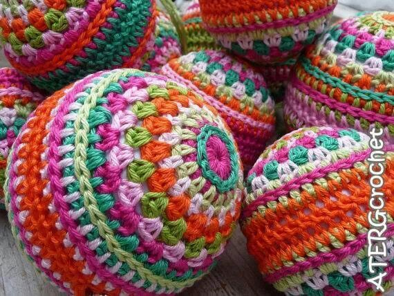 Free Crochet Pattern Christmas Bauble : 17 Best images about Crochet coffee cup, balls, bikes on ...