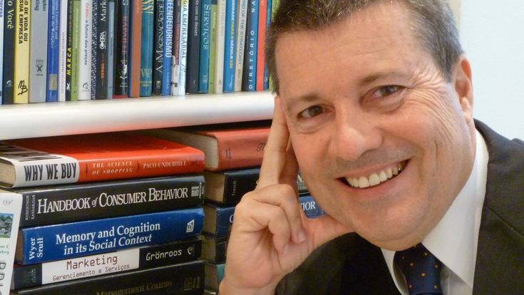 Morre, no Rio, economista e professor da FGV Daniel de Plá  A fotografia, profissão que seu bisavô exerceu na Galícia há mais de cem anos, foi o fio condutor da vida do economista Daniel de Plá. Nascido na Urca e...