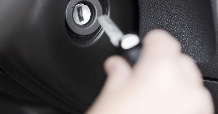 Cómo apagar la luz del airbag . Has cometido el error de girar la llave mientras instalas la radio de tu auto sin conectar los componentes del airbag del vehículo. Hacer esto provocará que la luz del airbag parpadee, y puede distraerte si la dejas así. Afortunadamente, puedes restaurar y apagar la luz de tu airbag. También puedes volver a comprobar los conectores si la luz no se ...