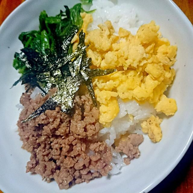 栄養バランスがとれた丼 - 15件のもぐもぐ - 3色そぼろ丼 by micoameri