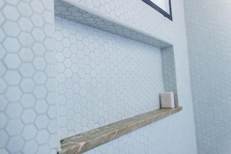 pastilha atlas e arremate que aproveita o mármore original do apartamento                                                                                                                                                                                 More