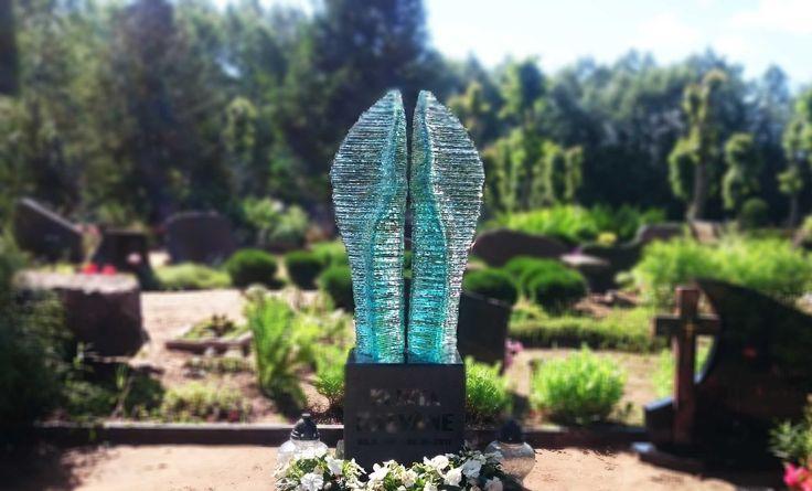 Individuāli veidots piemineklis Eņģeļis. Roku darbs. Pasūtīt kapu pieminekli www.glasstone.eu  Bespoke, handcrafted abstract Angel.  #stiklapieminekļi #stiklapiemineklis #stiklakapupieminekļi #stiklamāksla #kapupieminekļi #kapakmeņi #kapakmens #daugavpils #madeinthebaltics #gravestones #glassheadstones #glassheadstone #glassmemorial #glassmonument #tombstone #grabmal #denkmalpflege #denkmalausglas #denkmal #надгробие #надгробныепамятники #стеклянныенадгобие #madeinlatvia