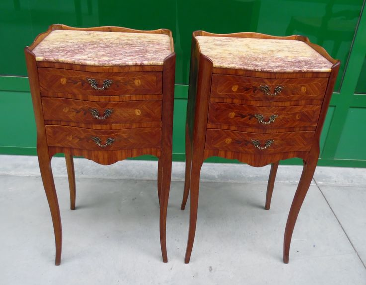 Coppia di comodini in mogano, acero e bois de rose stile Transizione intarsiati
