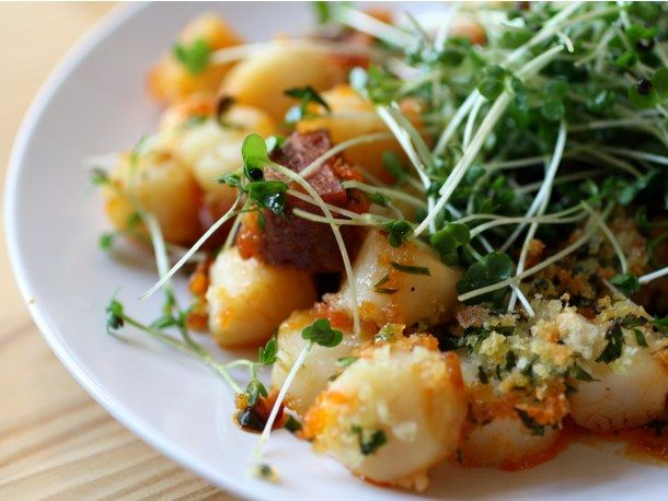Crispy Broiled Scallops And Chorizo wow this sounds so good!: Fun Recipe, Broil Scallops, Tonight Maybe, Crispy Scallops, Crispy Broil, Serious Eating, Dinner Tonight, Broil Bays, Bays Scallops
