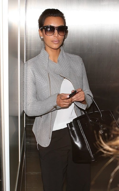 Kim looks laid back and cool here...love the jacket <3