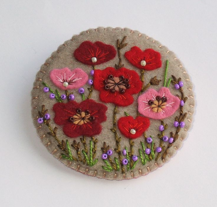 hand crafted felt broach from PiXS.ru ... poppies ... embroidery and seed beads .... would look great on denim ...