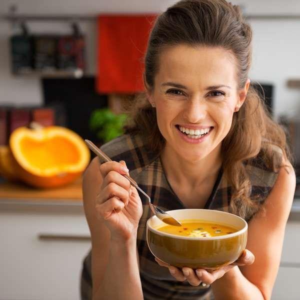 Saiba o tipo de alimentação ideal para cada fase da vida da mulher