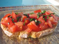 Bruschetta : Pain de campagne Tomate Ail Huile d'olive Basilic Sel et poivre - See more at: http://www.club-sandwich.net/recettes/bruschetta-151.php#sthash.BAfCL5m3.dpuf