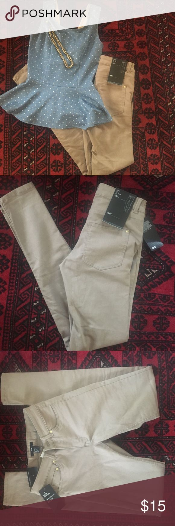 Slim fit Khakis Pants Super slim fit Khaki pants, NWT! Have lots of stretch! Very sexy! H&M Pants Skinny