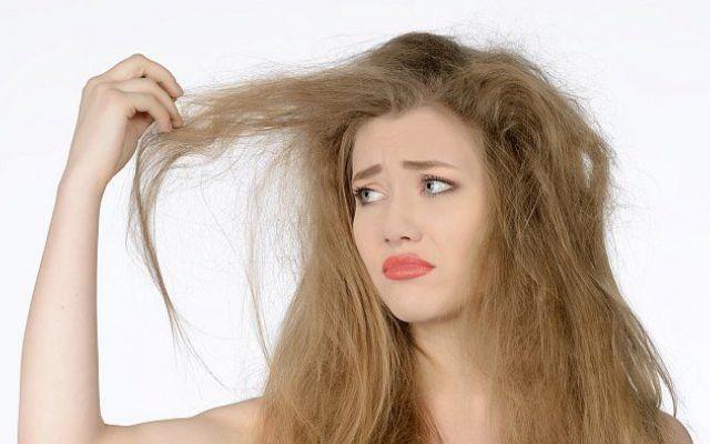"""Rimedi e trattamenti naturali """"fai da te"""" per capelli secchi. I continui trattamenti estetici come tinte e l'utilizzo di piastra stanno rovinando i tuoi capelli?? capelli prodotti naturali fai da te"""