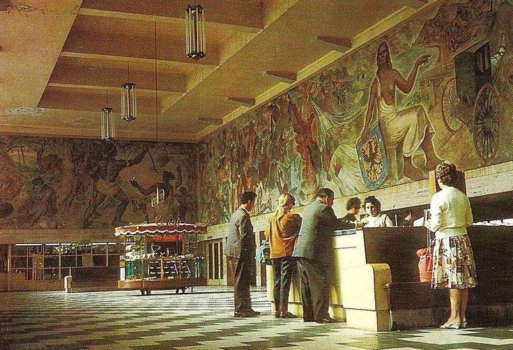 Chile, Concepción. Vista general del Hall de la Estación de Trenes de la ciudad de Concepción, año 1970.