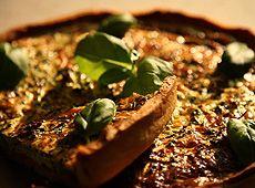 Szukasz przepisów na pyszne tarty? Wejdź na stronę www.kuchniaplus.pl.