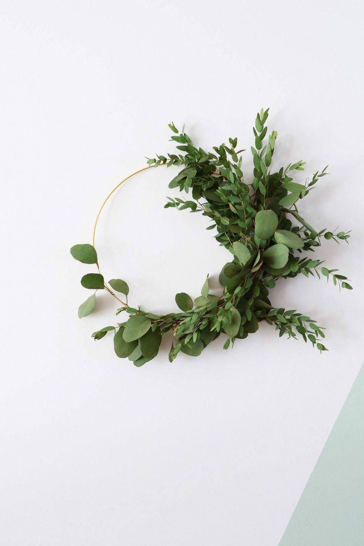 MY ATTIC voor vtwonen / christmas / wreath / krans / kerstkrans / eucalyptus    Photography: Marij Hessel