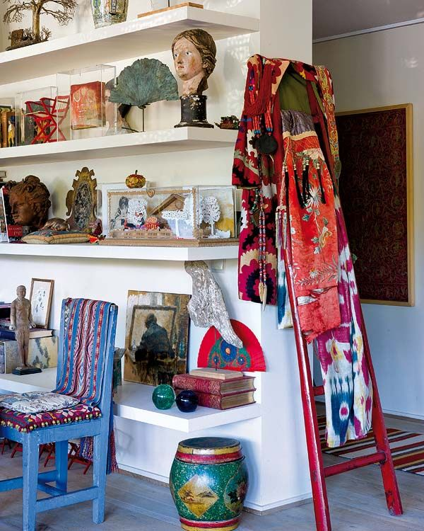 An artist's home filled with vibrant accentshttp://www.homedit.com/an-artists-home-filled-with-vibrant-accents/