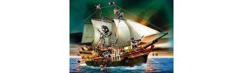 Kolejnym działem Playmobil, który chcielibyśmy wam zaproponować jest Playmobil Piraci - bardzo popularna seria zestawów tematycznych, a w nich statki pirackie, banda piratów z arsenałem ... wszystkiego Wam nie powiemy, zapraszamy na stronę:)