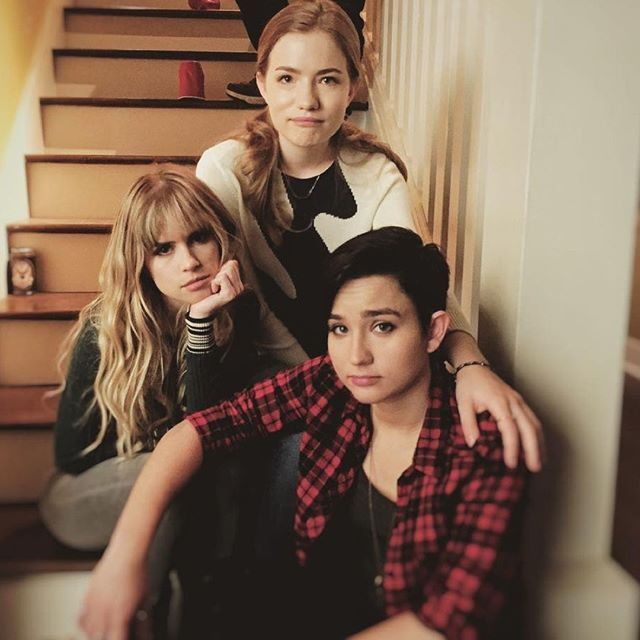 Carlson Young, Willa Fitzgerald, and Bex Taylor Klaus