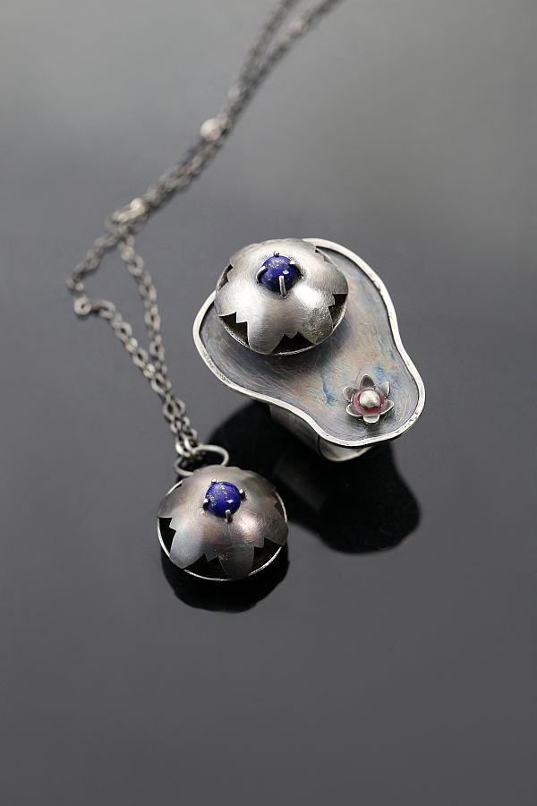 Water Lilies - silver ring and pendant with lapis lazuli   Nenufary - srebrny piescionek i wisiorek z lapis lazuli   Sztuk Kilka