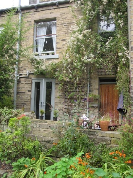Luke and Summer's house - Groudle Glen Cottage Hebden Bridge. I love this house it's so pretty and it's opposite the canal.: Summer Houses