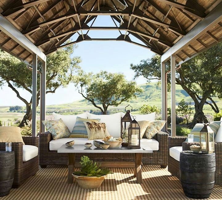 Pottery Barn   Beautiful Outdoor Space!