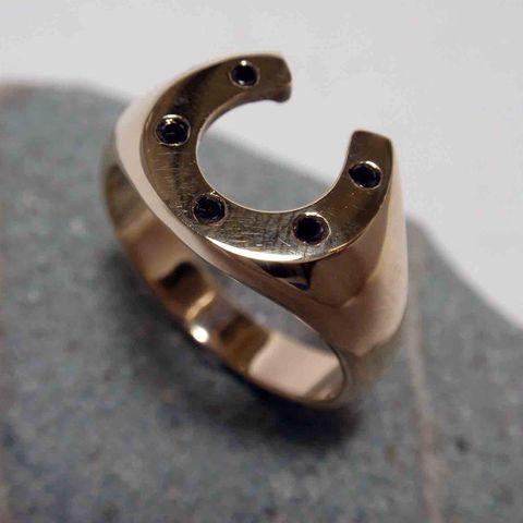 Horseshoe Ring with Black Diamonds – Unio Goldsmith