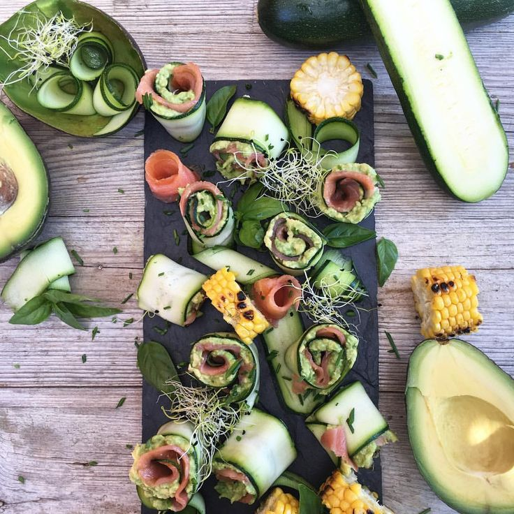 🌀Rollitos de calabacín con aguacate y salmón ahumado. Happy Friday💃🏾 ➖➖➖➖➖➖➖➖➖➖➖➖➖➖ Raw rolls zucchini with avocado and salmon.  #vegetales  #vegan #foodstyling #foodart #beautifulcuisines #bestfoodworld #picoftheday #natural #nature #picture #love #foodphotografy #foodporn  #foodbassador #gastronomia #gastrovictims #foodie #top_food_of_instagram #foodgawker #thekitchn #food52 #tastespotting #food #cook #cuina #thefeedfeed  #foodblogfeed #foodandwine #howsummer #raw