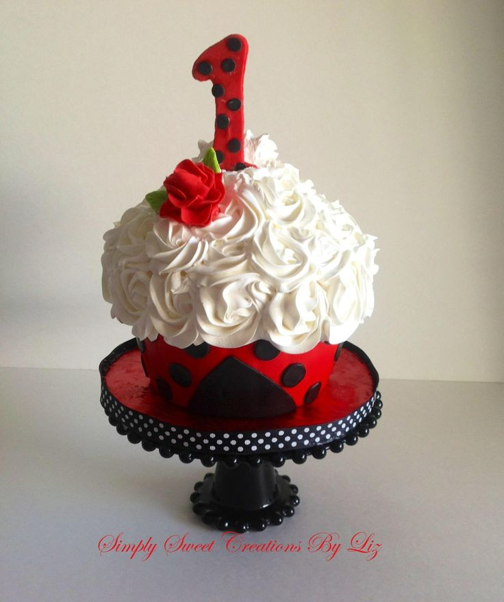Lady bug smash cake