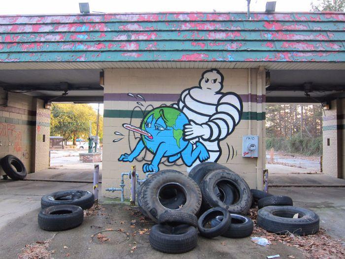 Quand les industriels violent la Terre ! / Street art. / By Sever.